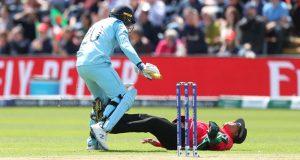 انگلینڈ اور بنگلا دیش کے میچ میں امپائر کو گراؤنڈ میں کیوں لیٹنا پڑا؟