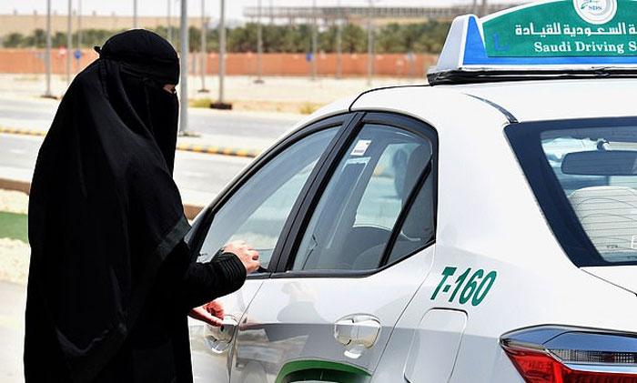 سعودی خواتین مردوں کے بغیر بیرون ملک سفر کرسکیں گی