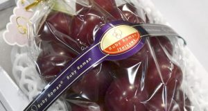سترہ لاکھ روپے سے زائد میں انگور کے صرف 24 دانے